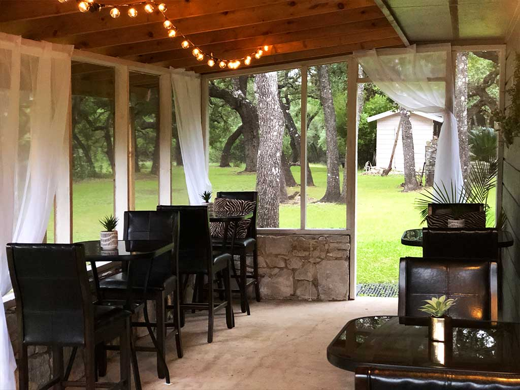 image of the outside patio of coco bistro